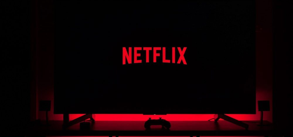 How to Watch Netflix On a Non Smart TV (Full Guide)